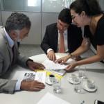 Representantes do MPC/AL explicando as ações realizadas pelo órgão (Foto: Ascom MPC/AL)