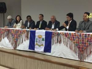 Procurador-geral Enio Pimenta compôs mesa de honra (Foto: Dicom TCE/AL)